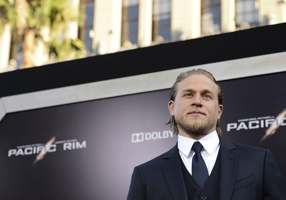 Charlie Hunnam Ignored His Longtime GF For MONTHS  But