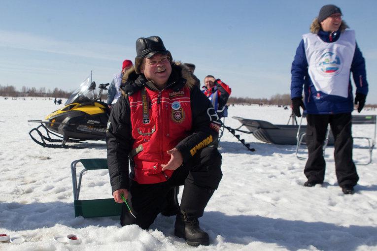 Губернатор Томской области Сергей Жвачкин на Народной рыбалке - 2014