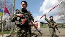 Украинские пограничники на границе между Россией и Донецком
