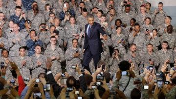 Барак Обама с американскими военнослужащими, которые базируются в Южной Корее.