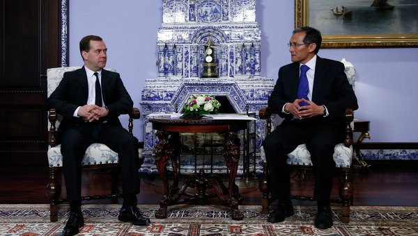 Дмитрий Медведев встретился с Джоомартом Оторбаевым. Архивное фото