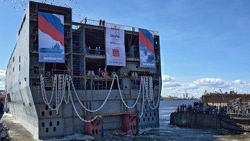 Церемония спуска на воду кормовой части десантно-вертолетного корабля-дока (ДВКД) класса Мистраль, который получит имя Севастополь. Архивное фото