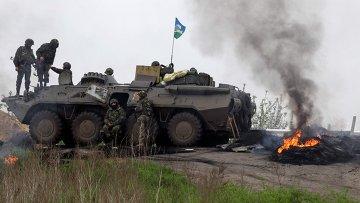 Украинские военные близ Славянска, 2 мая 2014. архивное фото