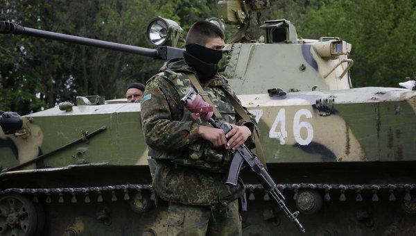 Украинские военные на дороге между Краматорском и Славянском, архивное фото
