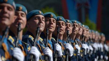 Военнослужащие на военном параде на Красной площади. Архивное фото