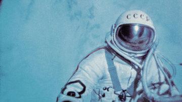 Алексей Леонов в открытом космосе. Архивное фото