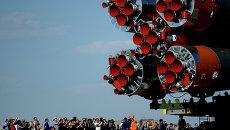 Вывоз и установка PH Союз-ФГ с ТПК Союз ТМА-13М на космодроме Байконур