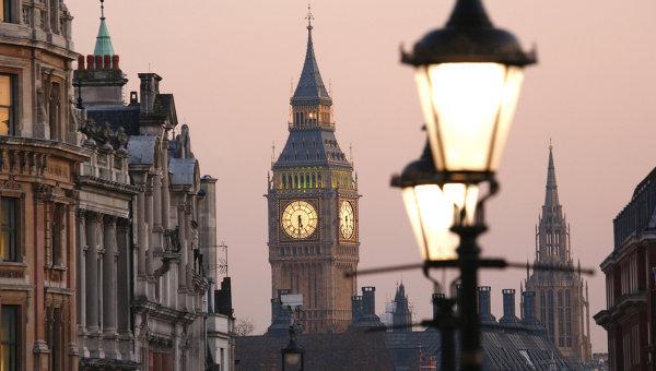 Вид на Биг-Бен с Трафальгарской площади, Лондон. Архивное фото.