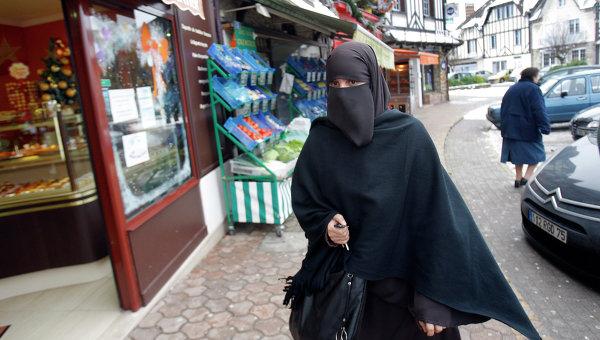 81% немецких жителей выступает зазапрет нахиджаб