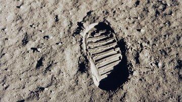 След одного из первых шагов сделанных астронавтами Аполлона-11 на Луне