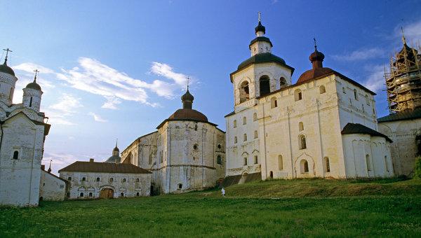 Вид Успенского монастыря, входящего в ансамбль Кирилло-Белозерского монастыря