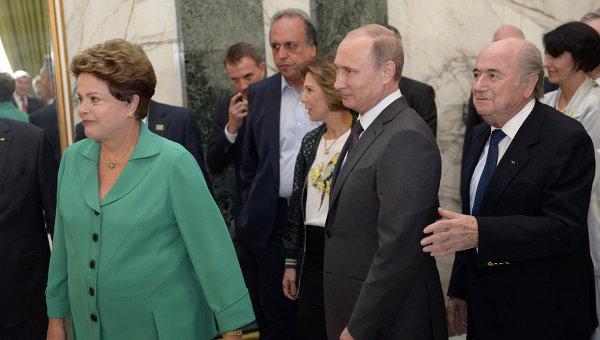Президент России Владимир Владимир Путин, президент Бразилии Дилма Роуссефф и президент ФИФА Йозеф Блаттер в Рио-де-Жанейро