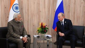 Президент России Владимир Путин (справа) и премьер-министр Индии Нарендра Моди, архивное фото