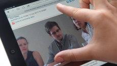Фотография Эдварда Сноудена на экране компьютера. Архивное фото