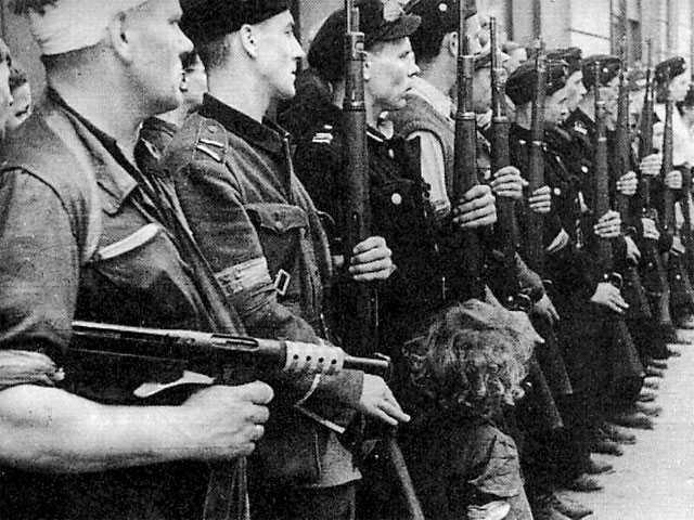 Почётный взвод батальона Kiliński. Варшава, сентябрь 1944 года