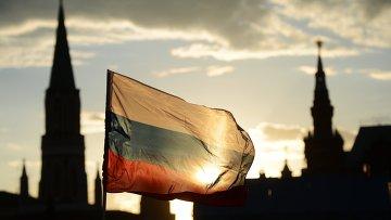 Российский флаг на Красной площади, архивное фото