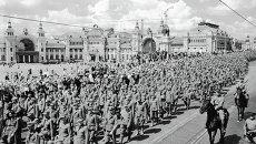 Колонна пленных немцев перед Белорусским вокзалом в Москве
