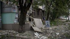 Последствия артиллерийского обстрела в Луганске. Архвиное фото
