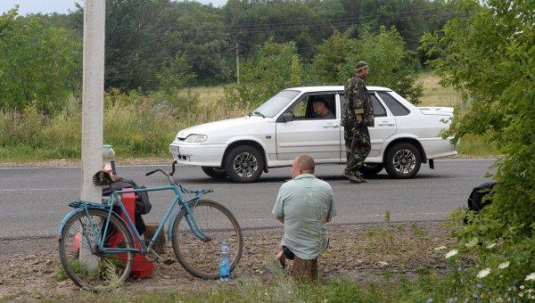 Блок-пост ополченцев в Донецкой области, архивное фото