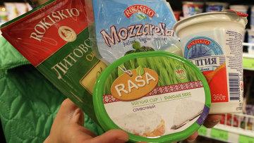 Молочные продукты литовских производителей на прилавке. Архивное фото
