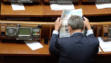 Депутат на заседании Верховной Рады Украины. Архивное фото