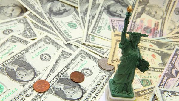 Долларовые купюры, архивное фото