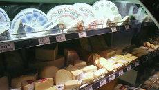 Продажа разных сортов сыра в одном из супермаркетов X5 Retail Group. Архивное фото