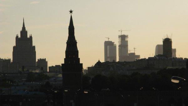 Вид на Кремль и здание МИД РФ в Москве