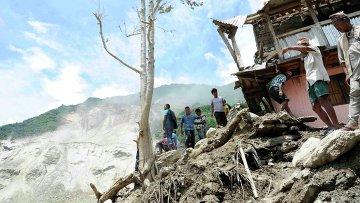 Последствия оползня в Непале