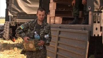 Украинский военнослужащий в палаточном лагере в Ростовской области