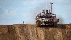 Танк Т-72Б на полигоне. Архивное фото