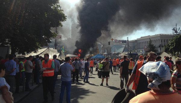 Горящие покрышки на Майдане в Киеве. Фото с места событий