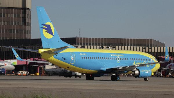 Самолет Боинг-737 украинской авиакомпании АэроСвит в аэропорту Шереметьево. Архивное фото