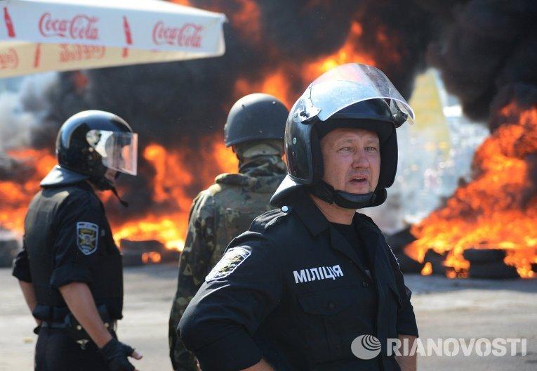 Сотрудники милиции на площади Независимости в Киеве