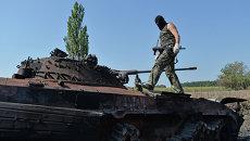 Ополченцы Луганской народной республики (ЛНР) на КПП. Архивное фото