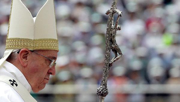 Папа Римский Франциск во время мессы на стадионе Тэджон в Сеуле