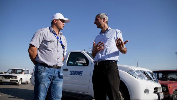 Наблюдатели ОБСЕ на границе между Россией и Украиной. Архивное фото