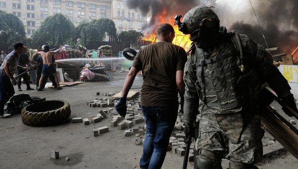 Уборка баррикад на Майдане в Киеве. Архивное фото.