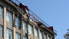 Здание, пострадавшее от обстрела Донецка украинской армией