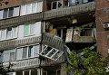 Разрушенный дом после обстрела в городе Донецке
