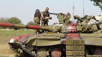 Танк на позициях украинских военных возле Мариуполя