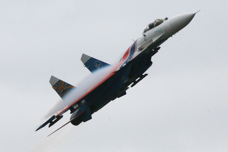 Истребитель Су-27 российской пилотажной группы Русские Витязи
