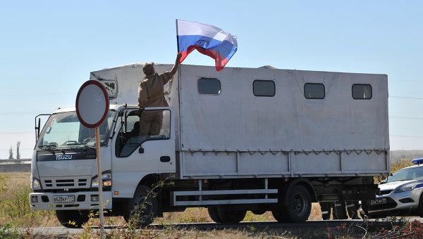 Отправка третьей гуманитарной колонны на Юго-Восток Украины с полигона в городе Каменск-Шахтинский Ростовской области