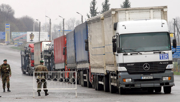 Работа таможенных и пограничных служб Украины на границе Украины с Россией. Архивное фото