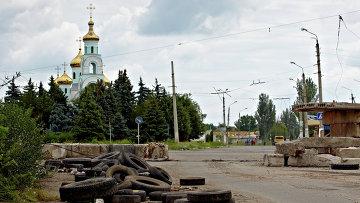 Разрушенный блокпост в Донбассе, архивное фото