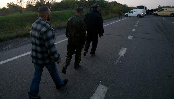 Украинские военные после во время обмена пленными в Донецке. 28 сентября 2014