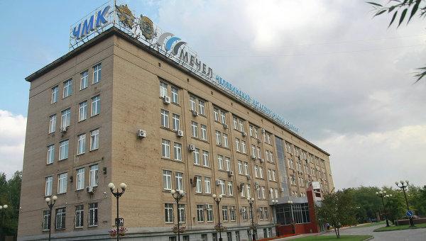 Главный вход в здание заводоуправления ОАО ЧМК. Архивное фото