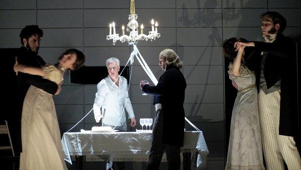 Сцена из спектакля Евгения Онегина в Камерной опере в Вене