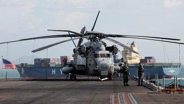 Вертолет на палубе авианосца США Makin Island. Архивное фото
