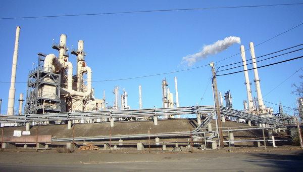 Резервуар ссерой взорвался накрупном НПЗ вКалифорнии